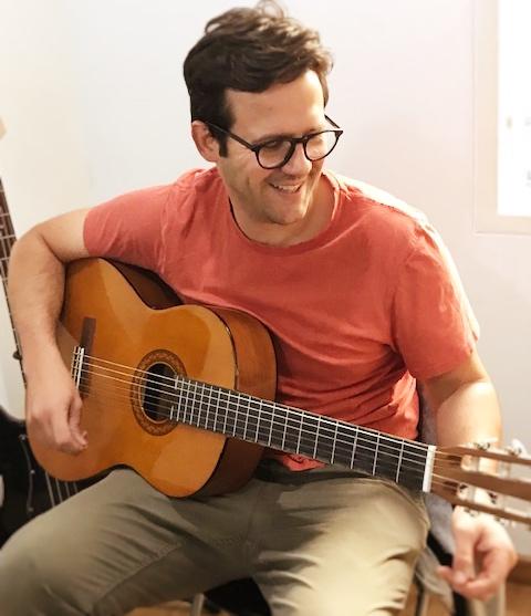 estudiante de guitarra