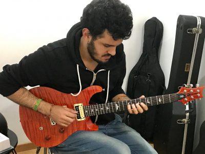 Andrés Daza, profesor de guitarra en TUTEMPO academia musical