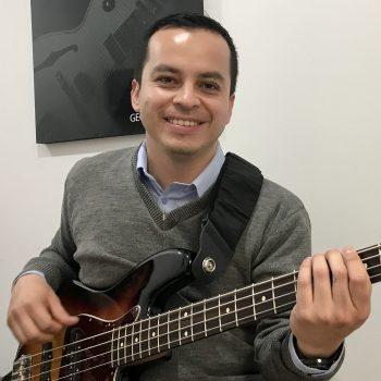 Hugo, profesor de bajo en academia musical TUTEMPO