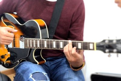 clase guitarra close Fotor